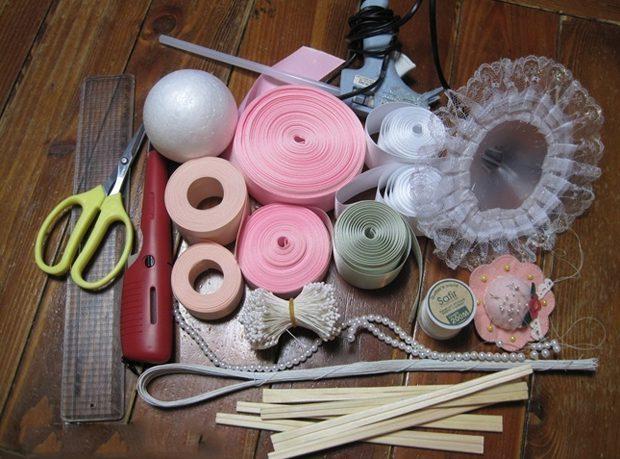Цветы из атласных лент: пошаговые инструкции и мастер-классы по созданию букетов, топиариев и обручей