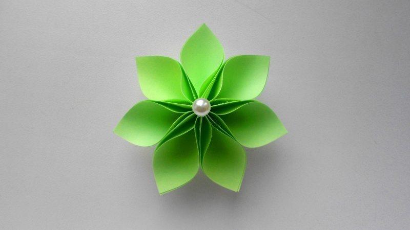 Цветок из бумаги Детская поделка к 8 марта