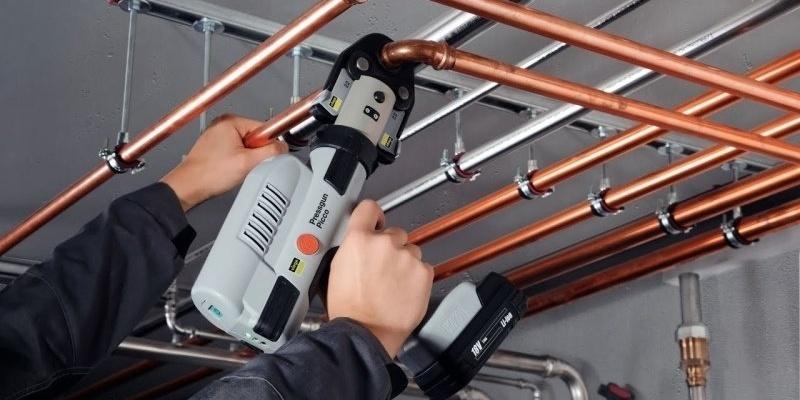 Металлические трубы и пресс-фитинги для систем отопления и водоснабжения: особенности, преимущества, монтаж